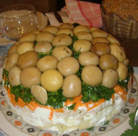 салат лесная полянка с опятами и ветчиной