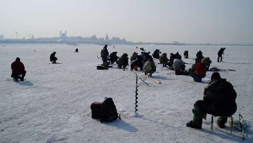 Fishing for bream in the Kharkov region in winter