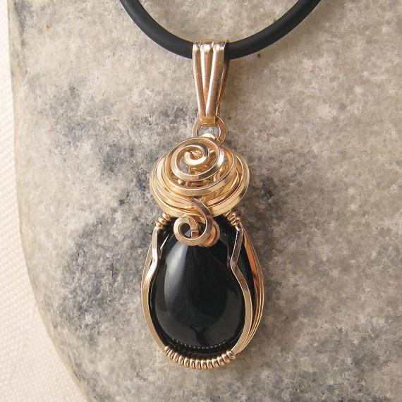 Оникс черный: лечебные и магические свойства камня