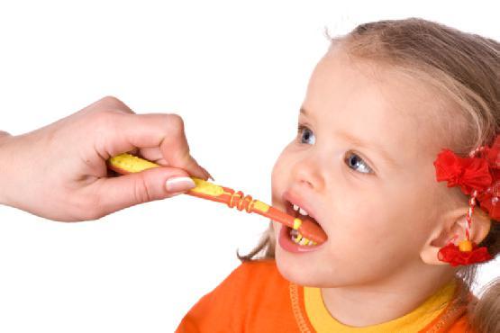 Как ребенку в полтора года чистить зубы