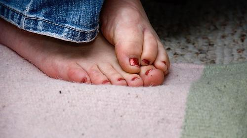 Постоянно холодные ноги: причины