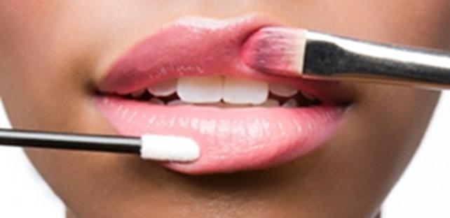 why women's lips dry