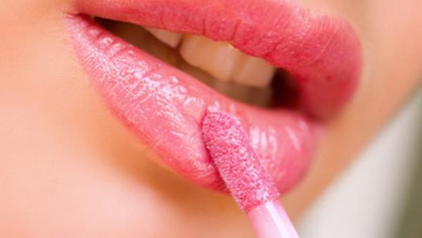 Почему сохнут губы при беременности