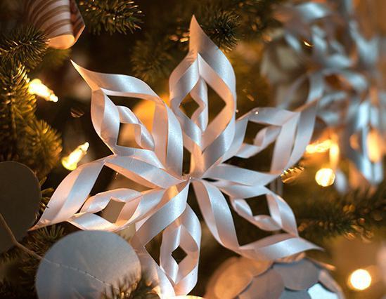 делаем снежинки из бумаги объемные