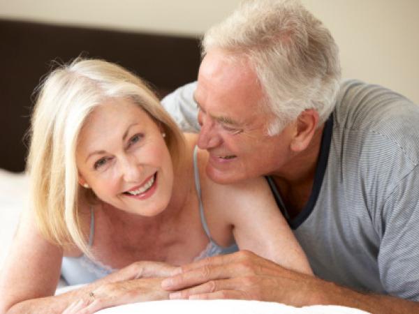 Блондинка смотреть видео с пожилыми мужчинами порно попа порно
