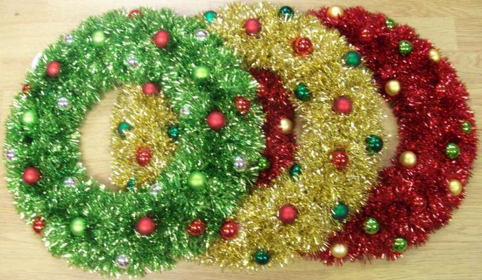 рождественские венки из газетных трубочек