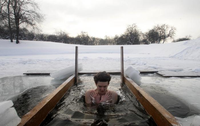 Купание в Крещенские морозы