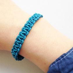 weave a bracelet from old headphones