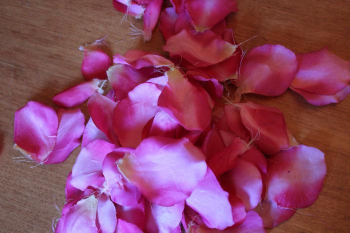 kanzashi roses of satin ribbons