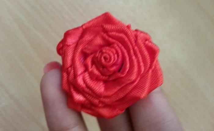 make roses from satin ribbons