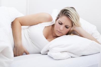 Болит слева под ребрами спереди у женщины