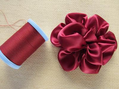 Самые простые цветы из лент своими руками фото 254