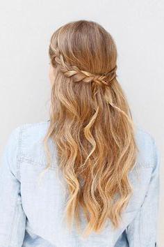 Косы сзади распущенные волосы