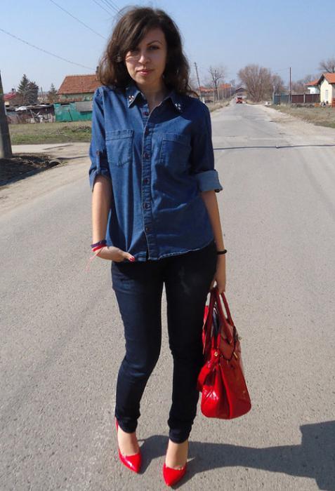 Рубашка из джинса есть практически у каждой девушки. . Обычно ее носят с брюками и футболкой