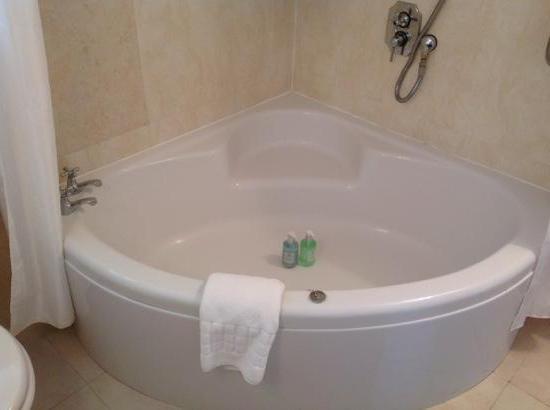 уголок для ванны пластиковый