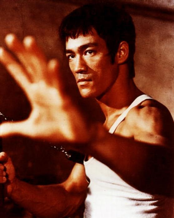 Isometric exercises Bruce Lee