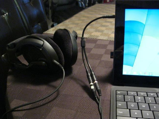 how to connect headphones with a microphone to a computer on windows 7