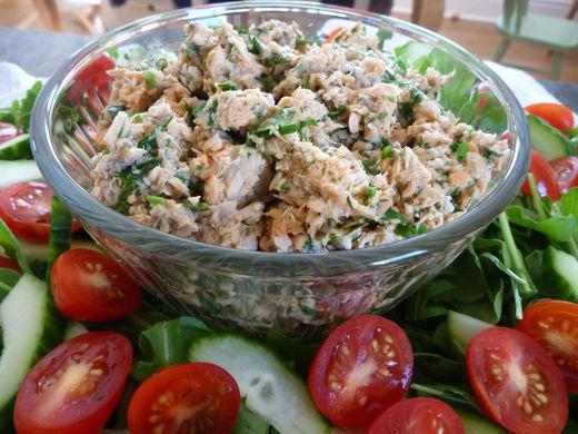 Простой рецепт салата из консервы
