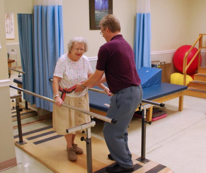 Перелом шейки бедра у пожилых, лечение и реабилитация