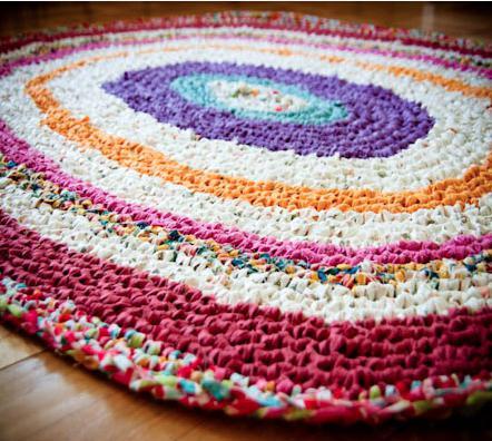 Коврики из старых вещей: вязание и плетение своими руками