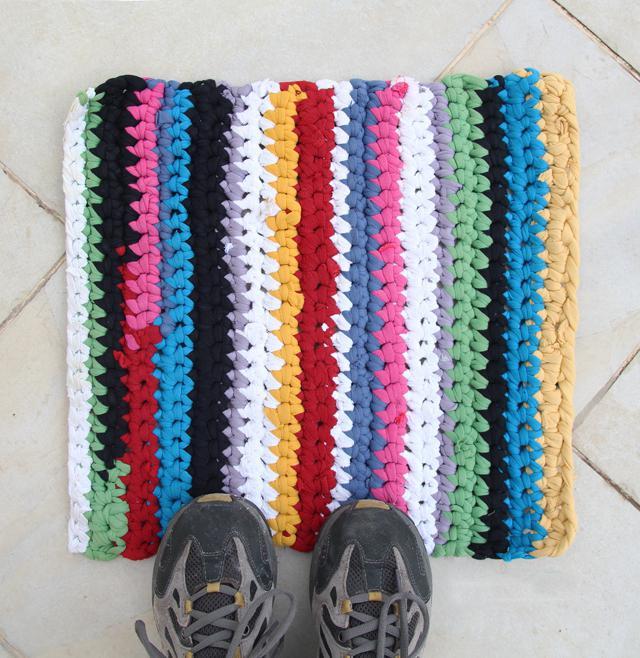 как связать коврик руками на обруче
