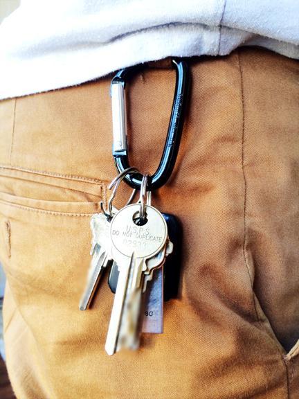 брелок для поиска ключей.