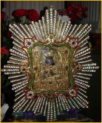 Почаевская икона Божией Матери, в чём помогает