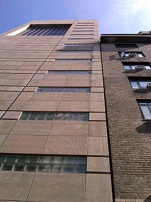 деформационный шов между зданиями