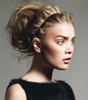 Прически высокие на длинные волосы простые