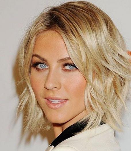 Фото стильная стрижка на средние волосы