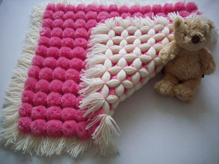Большое одеяло из помпонов своими руками 6