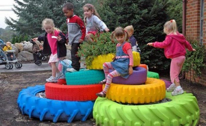 как украсить детскую площадку своими руками из подручных материалов