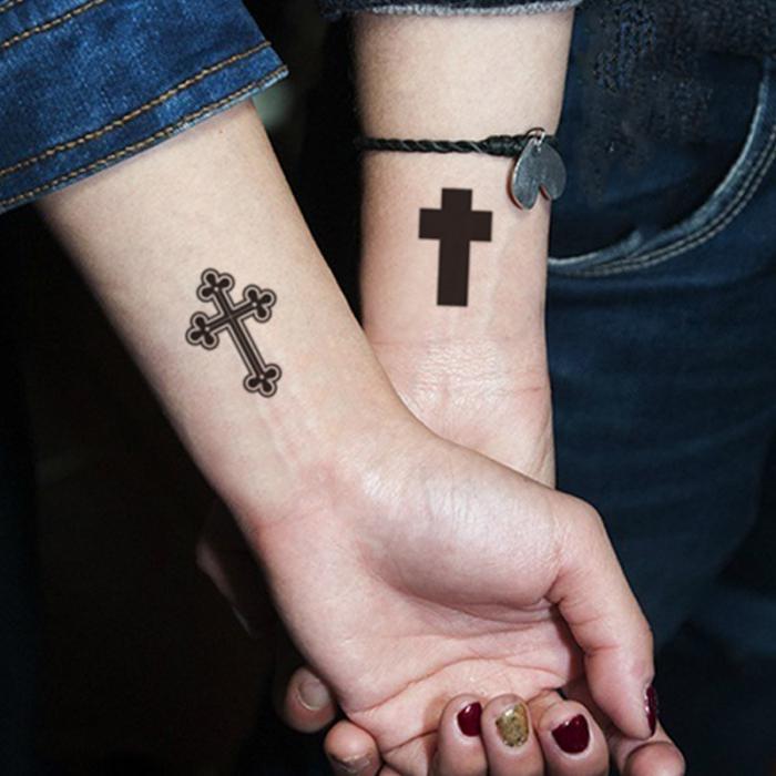 Тату на руке крестов