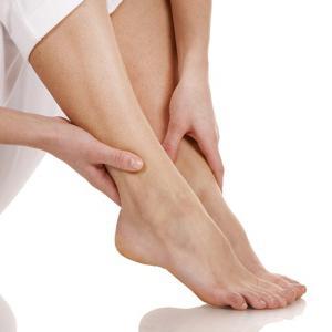 Почему сводит ноги по ночам и как это лечить