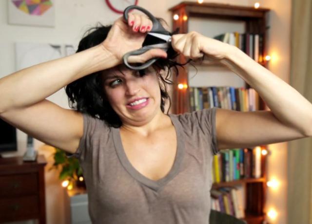 Как подстричь волнистые волосы самой