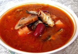 Рыбный суп из кильки в томатном соусе: рецепт