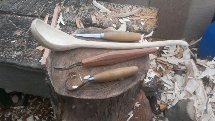 painting wooden utensils