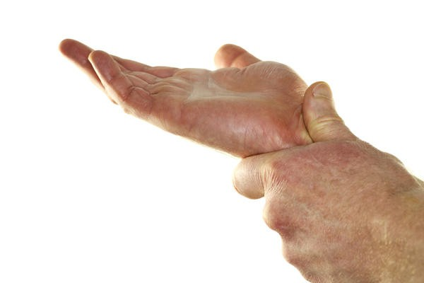 онемение пальцев правой руки причины