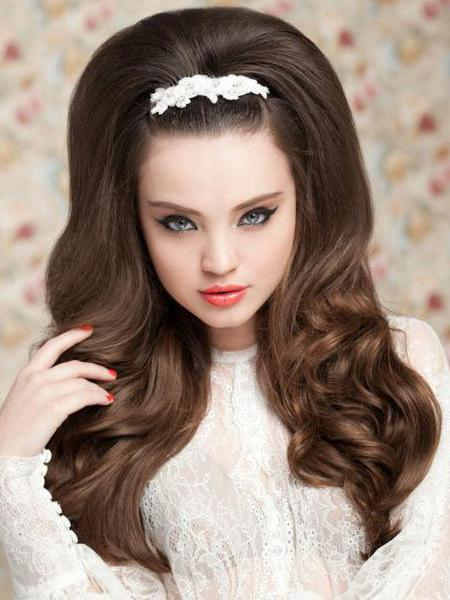 прическа на длинные волосы хвост с начесом