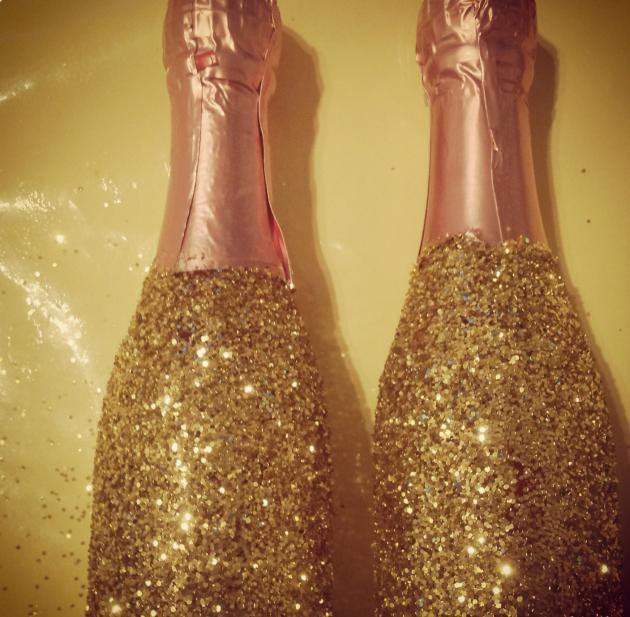 Декупаж своими руками из бутылки шампанского