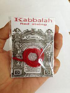 Каббала, красная нить на запястье