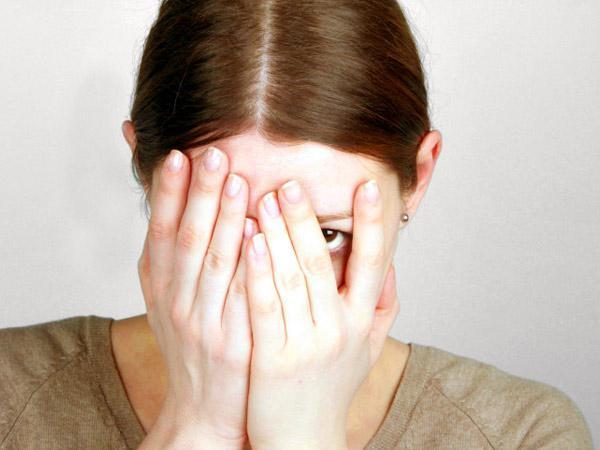 Желтые выделения у женщин – причины