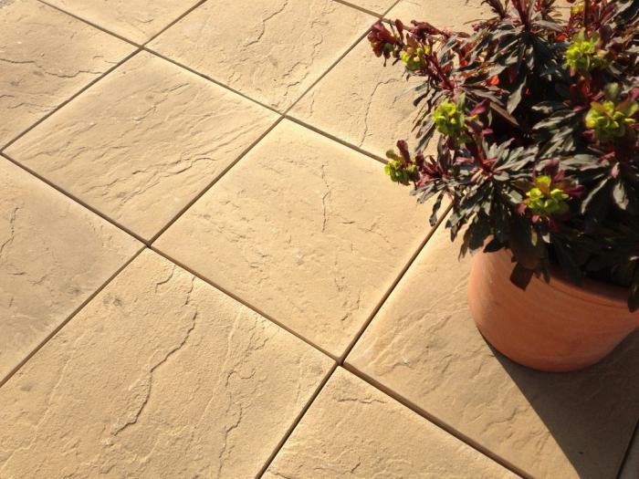 vibrotable for paving slabs