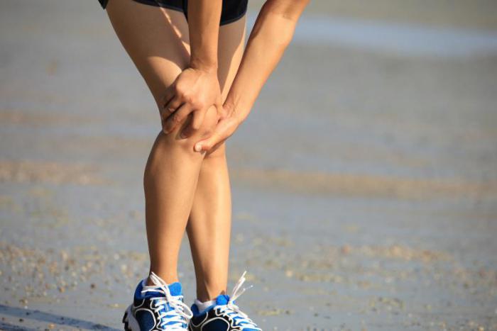 хрустит правое колено