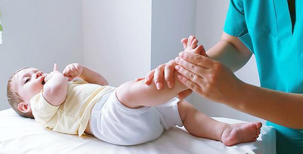 красные стопы ног у ребенка