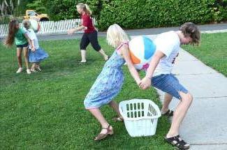 Конкурсы для детей на улице веселые