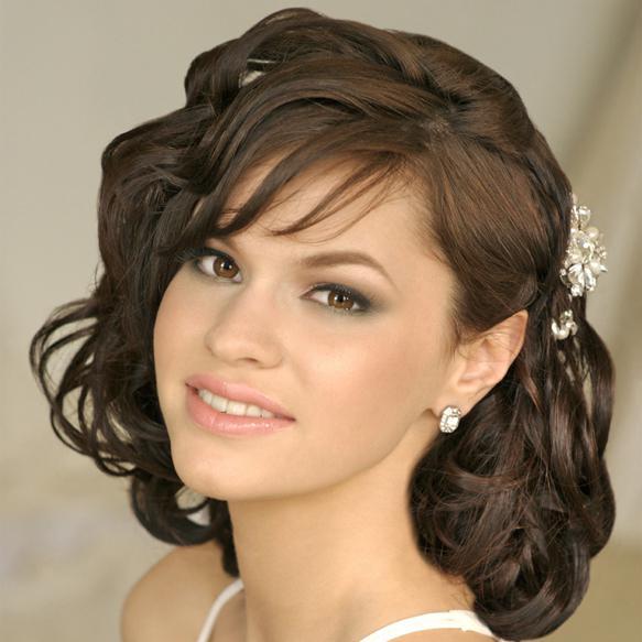 Причёска на средние волосы локоны с чёлкой на торжество