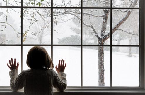 к чему снится снег летом за окном