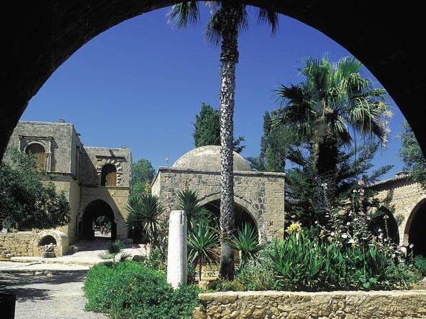 tasia maris oasis cyprus