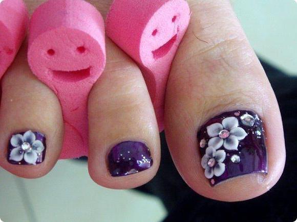 Красивые стразы на ногтях педикюр